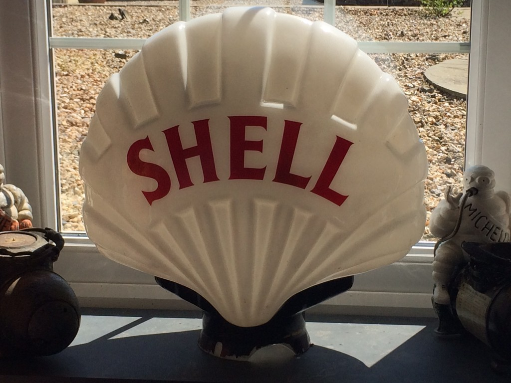 Fat Shell Petrol Pump Globe