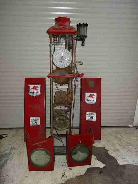Bennett 150 Petrol Pump in Mobilgas Livery