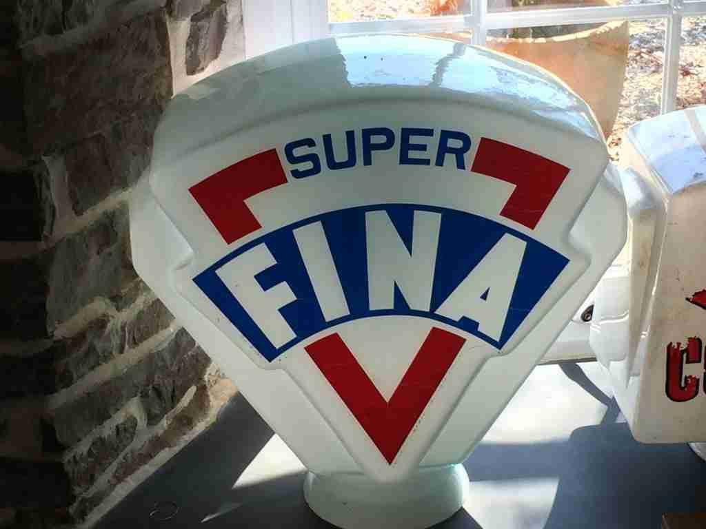 Super Fina Petrol Pump Globe