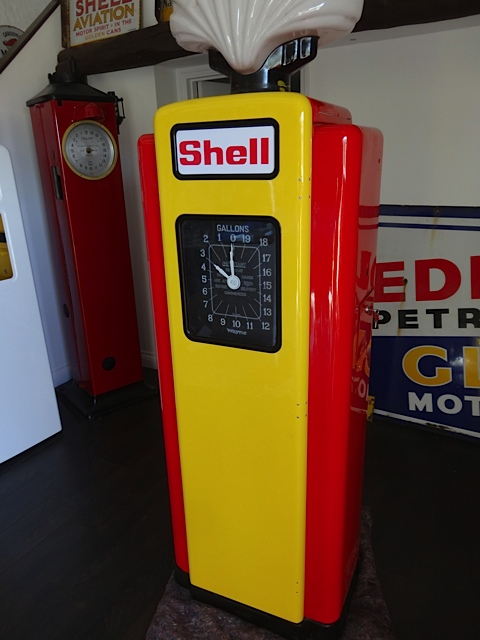 Wayne 70 Petrol Pump in Shell Livery