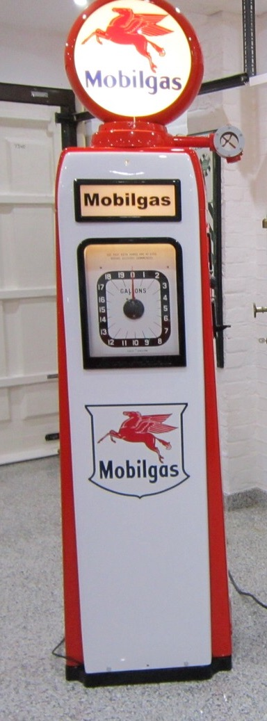 Avery Hardoll 101 Petrol Pump in Mobilgas Livery