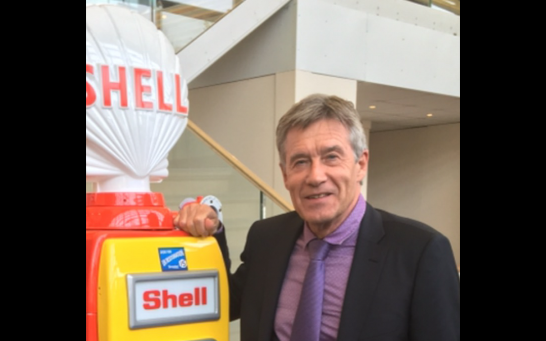 Tiff Needell with UK Restoration's Avery Hardoll 101 Petrol Pump in Shell Livery