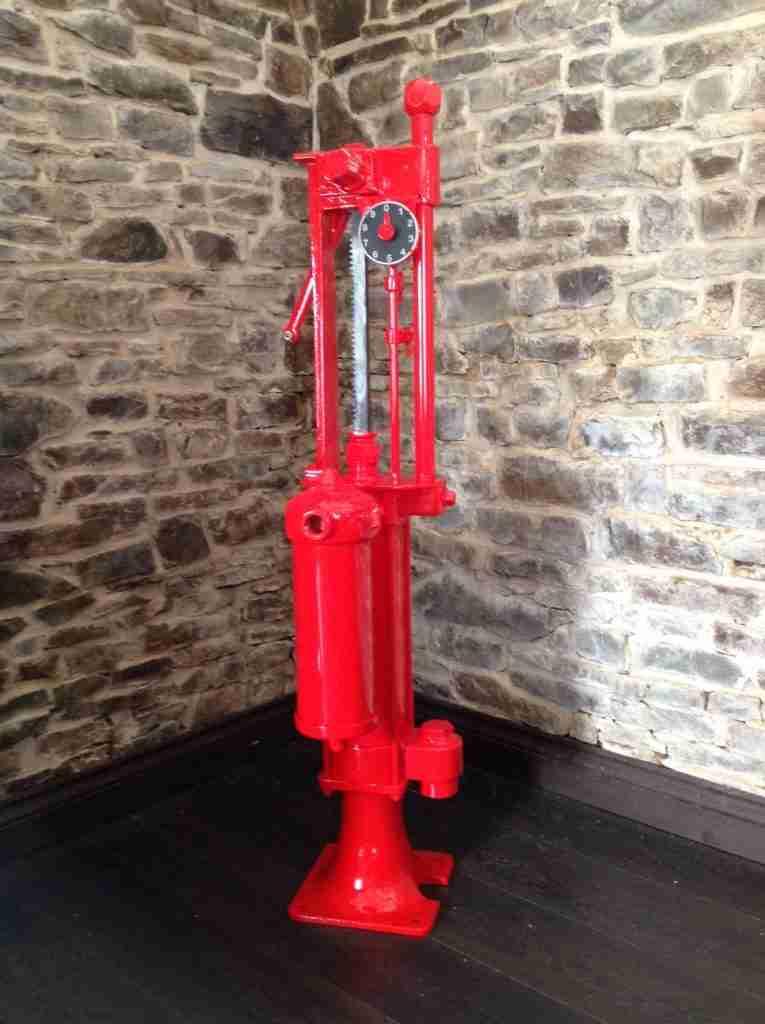Fully Restored Vintage Wayne Hand Crank Petrol Pump