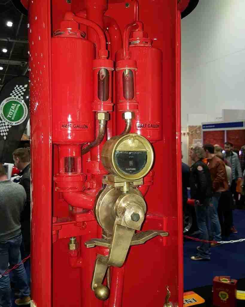 UK Restoration's Mach 1 Restored Petrol Pump in Shell Livery 2