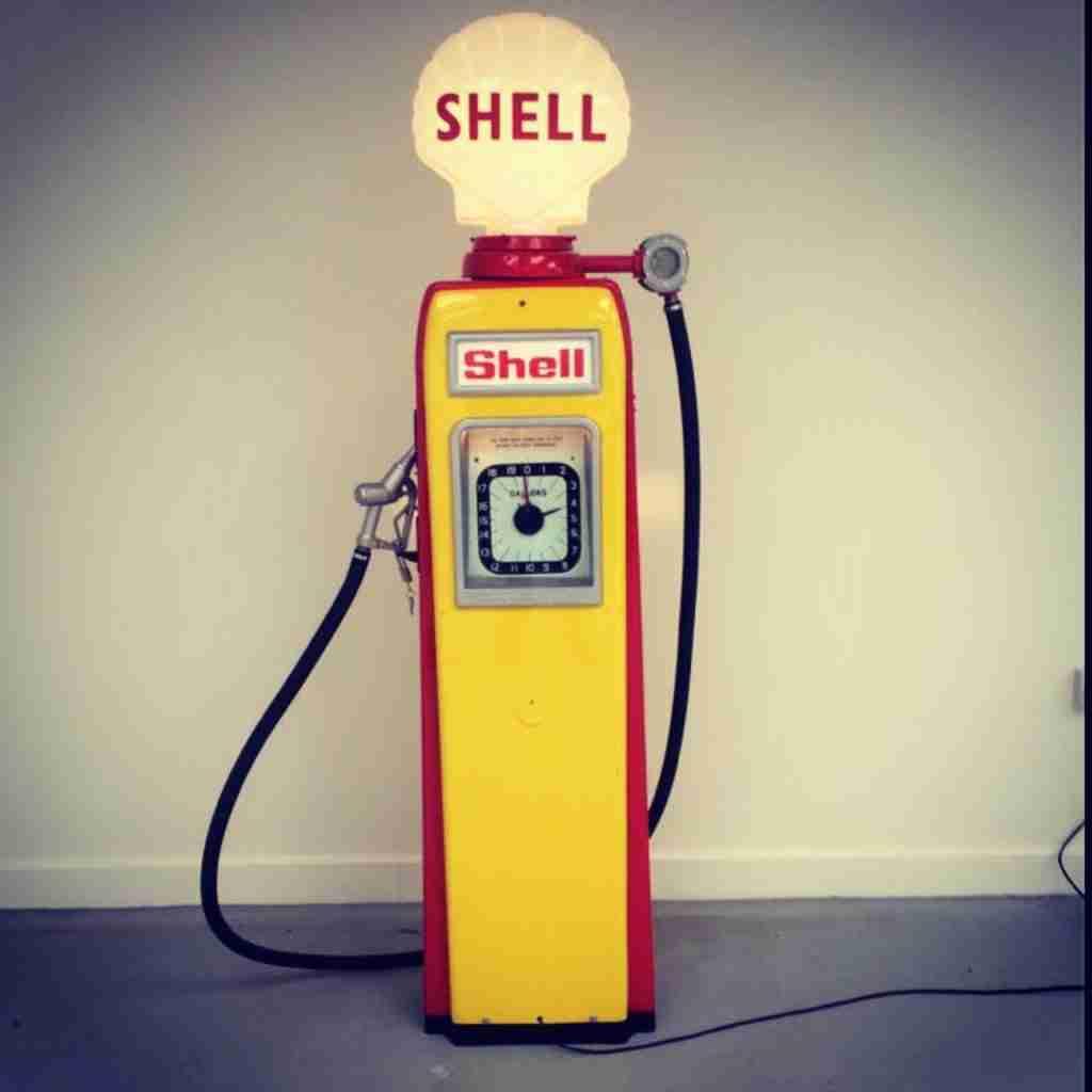 UK Restoration's Avery 101 Restored Petrol Pump in Shell Livery